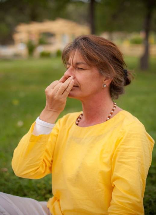 Alternate nostril breathing practice